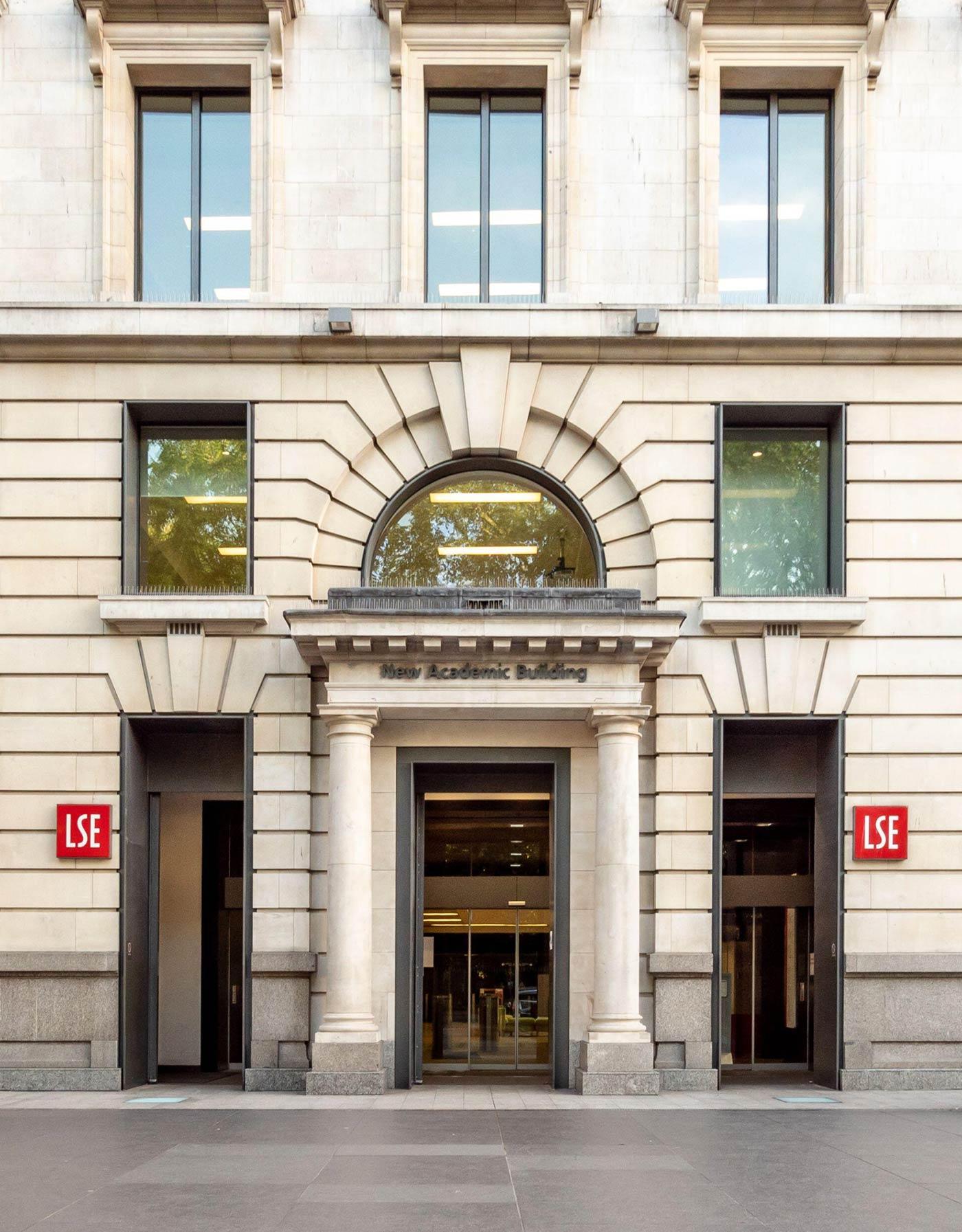 London School of Economics – 23 min walk / 28 min (Old St, Northern)